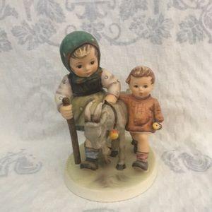 Hummel figurine Homeward Bound